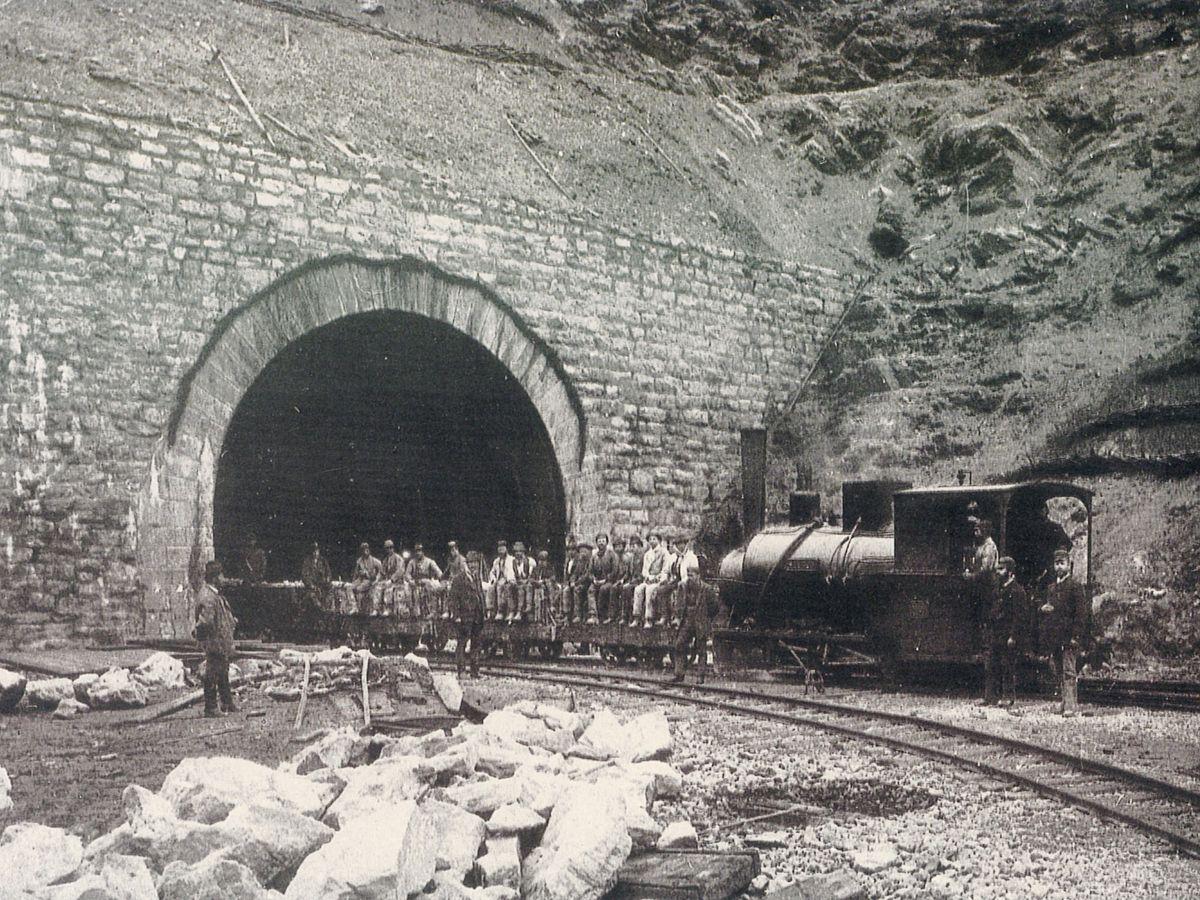 Bildquelle: https://upload.wikimedia.org/wikipedia/commons/thumb/1/15/Arlbergbahn_tunnel_construction.jpg/1200px-Arlbergbahn_tunnel_construction.jpg